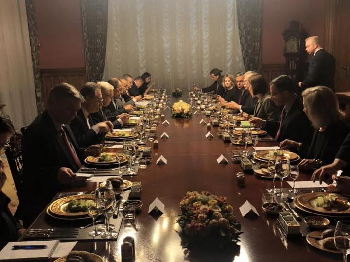 В Москве проходит встреча Лаврова и Болтона
