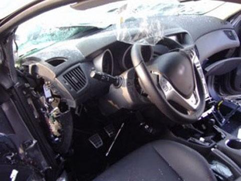 В Баку посольский автомобиль протаранил пассажирский автобус