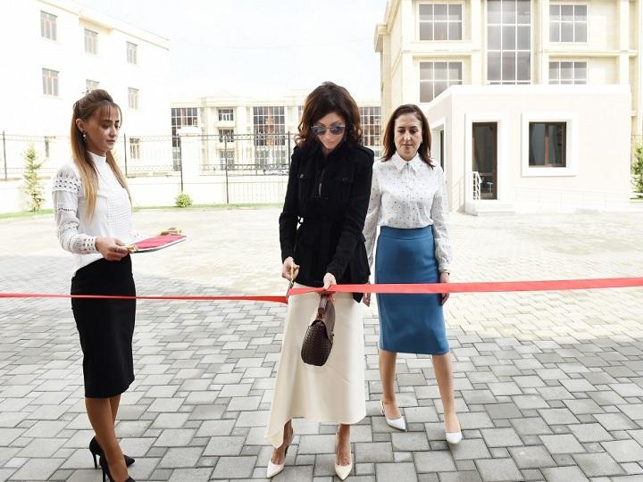Mehriban Əliyeva 11 saylı xüsusi təhsil məktəbinin yeni binasının açılışda iştirak edib – FOTO