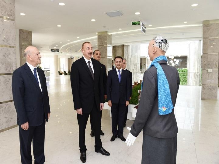 """Prezident İlham Əliyevin robot """"Sofiya"""" ilə söhbəti – FOTO – VİDEO"""