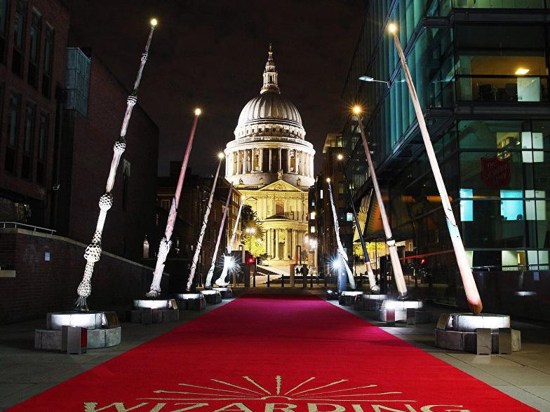 В Лондоне установили гигантские волшебные палочки из Гарри Поттера