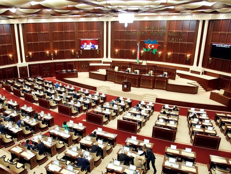 В Милли Меджлисе приняли обращение к Президенту Азербайджана с предложением о роспуске парламента - ОБНОВЛЕНО