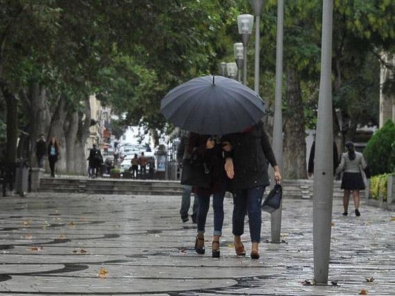 В воскресенье в Баку пасмурно и дождливо