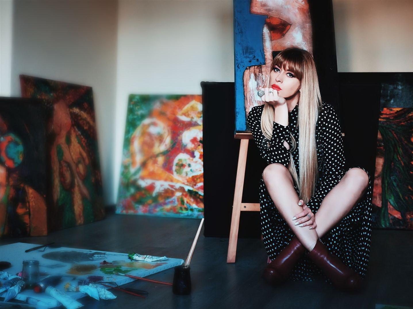 Искусство без правил. Азербайджанская художница представляет выставку «Трансформации» - ФОТО