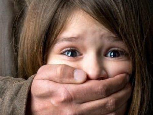В Баку вынесен суровый приговор педофилу, изнасиловавшему 10-летнюю девочку