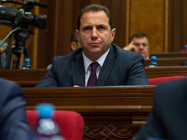 Глава минобороны Армении об оперативной связи с Азербайджаном