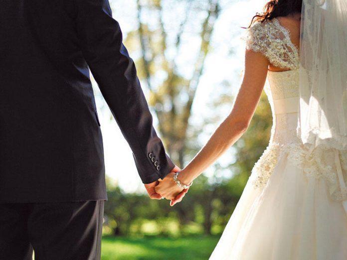 В Баку бывшая возлюбленная жениха ворвалась на свадьбу и напала на невесту
