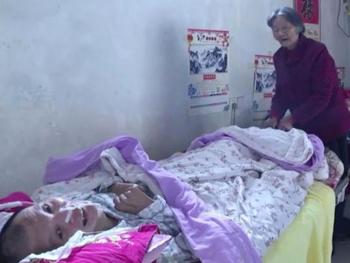 Мать 12лет просидела упостели лежащего вкоме сына идождалась его пробуждения – ФОТО