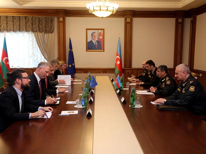 Министр обороны встретился со специальным представителем ЕС