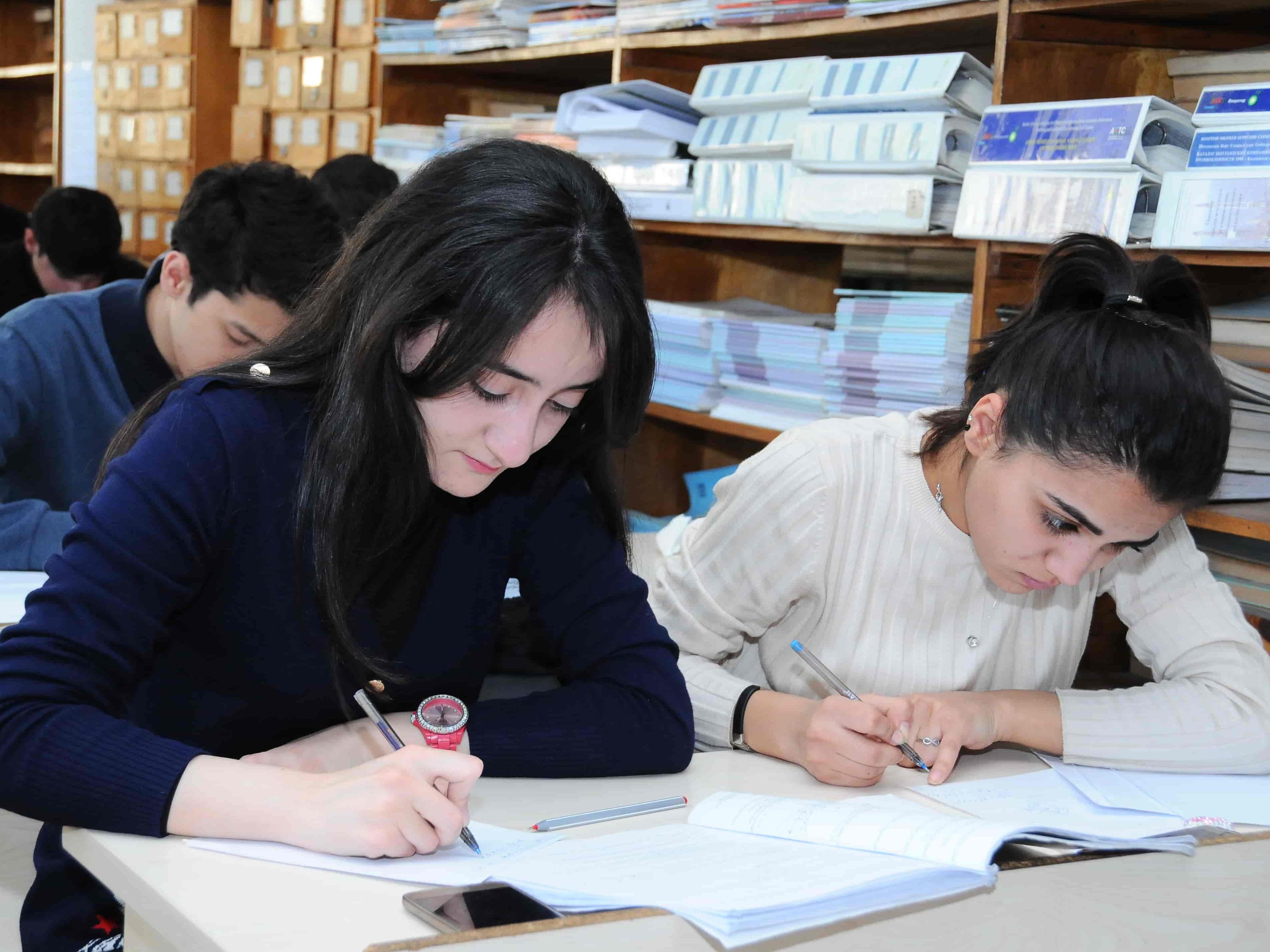 В Азербайджане объявлен прием заявок на финансирование образования талантливых студентов