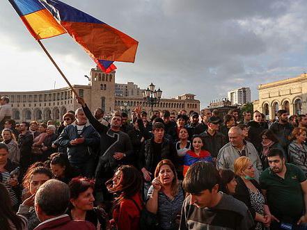 В Армении после смены власти революционеры хотят получить вознаграждение