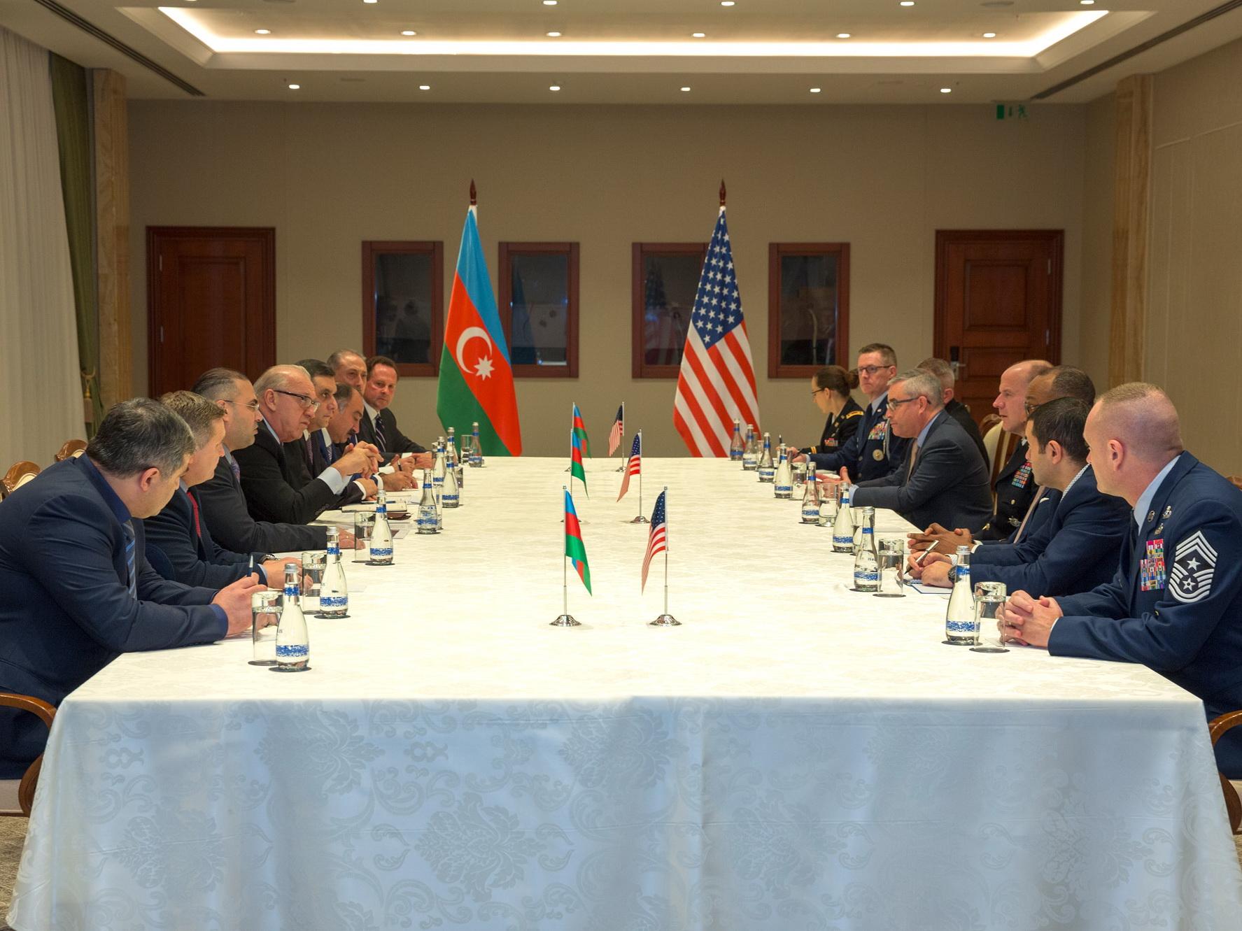 Президент AZAL встретился с Командующим транспортного командования США
