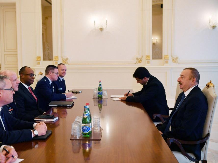 Президент Ильхам Алиев принял командующего Транспортным командованием США - ФОТО