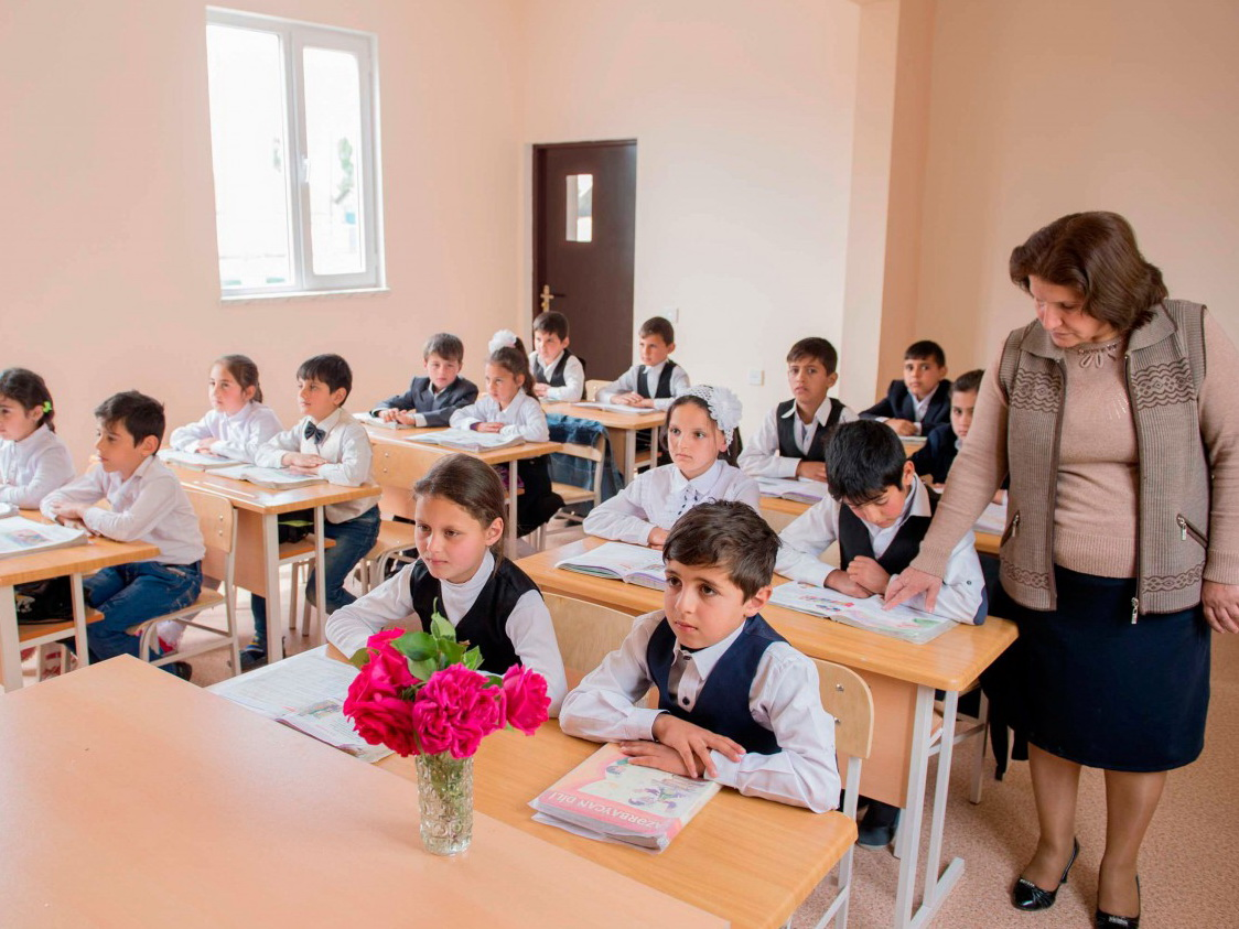 Джейхун Байрамов о большой учебной нагрузке для учащихся начальных классов