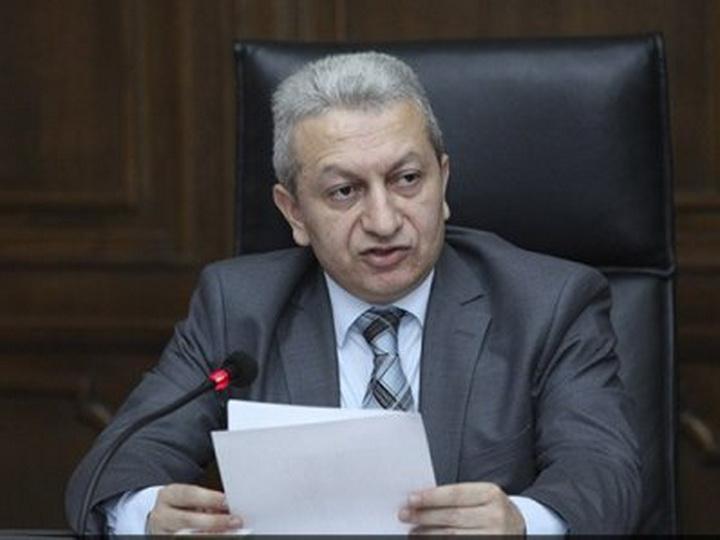 Правительство Пашиняна вновь анонсировало сокращение чиновников