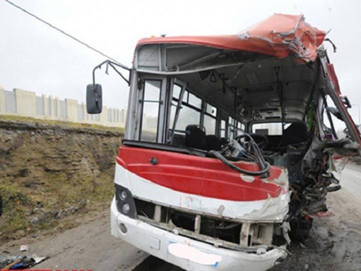 Azərbaycanda daha bir avtobus qəzası: 10-na yaxın yaralanan var