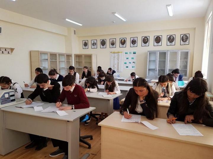 К каким иностранным языкам проявляют интерес азербайджанские школьники?