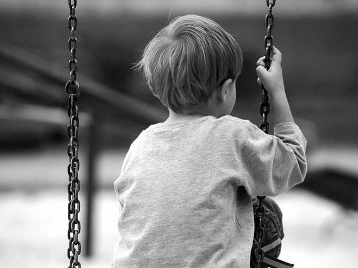 В Мингячевире 8-летний ребенок погиб на качелях