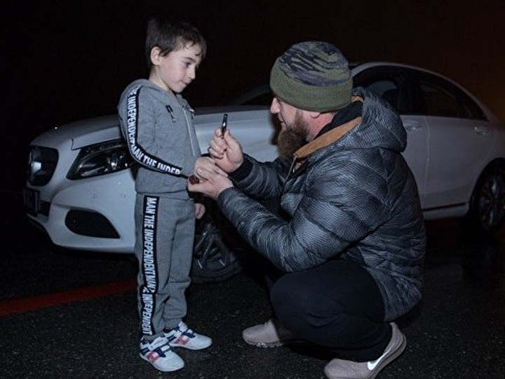 Рамзан Кадыров подарил Mercedes мальчику, отжавшемуся более 4000 раз - ВИДЕО