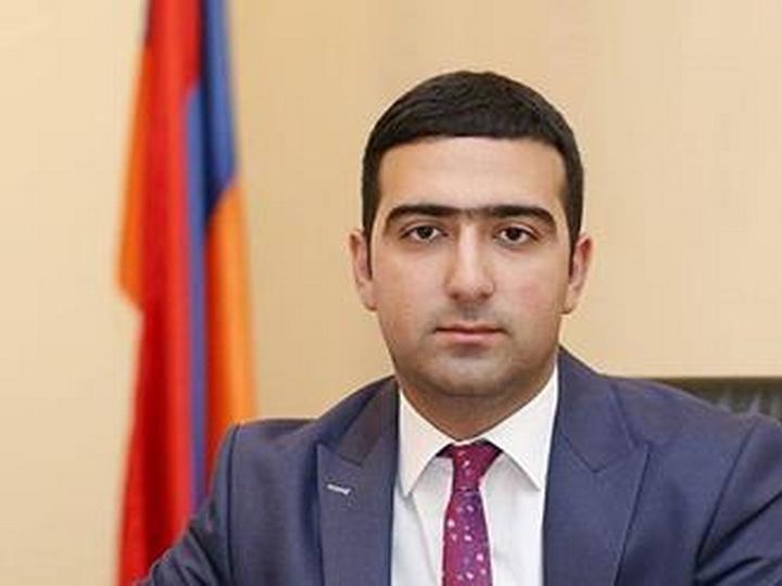 Экс-управделами аппарата правительства Армении покинул партию Пашиняна, обвинив ее в тотальной диктатуре
