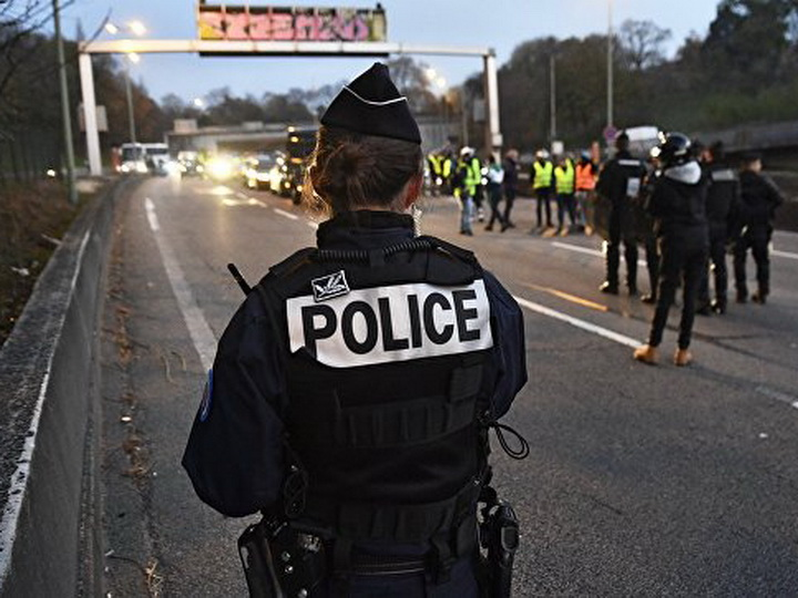 Во Франции на акции протеста против цен на бензин погиб человек