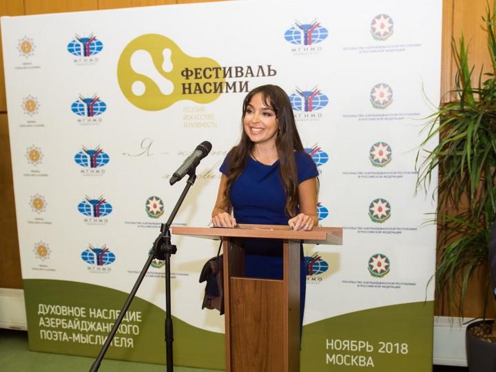 Лейла Алиева приняла участие в церемонии открытия бюста Насими в Москве - ФОТО