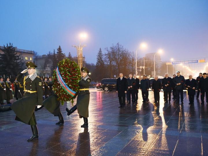Президент Азербайджана посетил площадь «Победы» в Минске - ФОТО