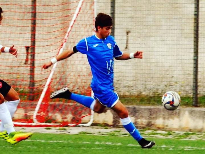 В Италии 19-летний футболист покончил с собой
