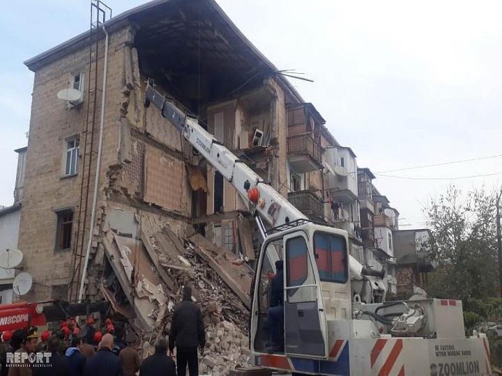 Gəncədə yaşayış binasında partlayış:ölən və yaralananlar var - FOTO