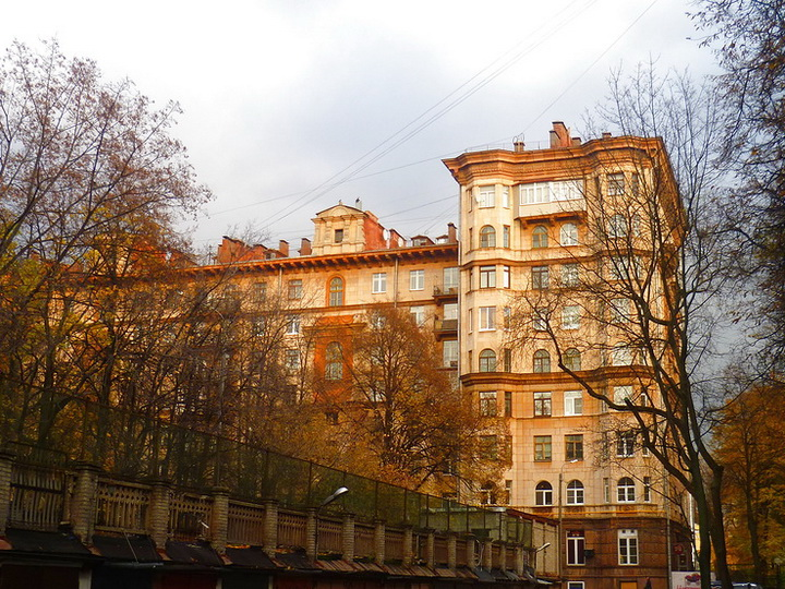 Кемеровчанка прописала у себя в квартире почти полсотни армян