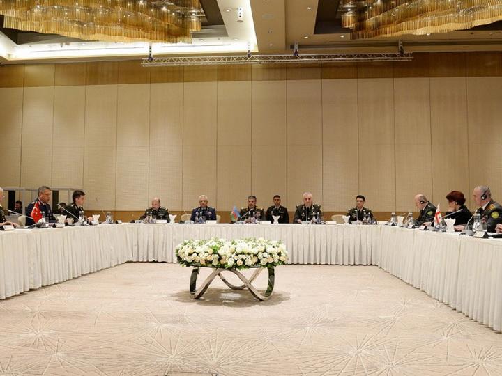 В Баку проходит трехсторонняя встреча с участием министра обороны Азербайджана, начальников Генштабов Турции и Грузии – ФОТО