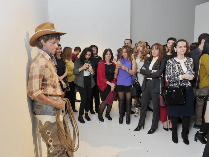 В Центре Гейдара Алиева открылась выставка «Гиперреалистичная скульптура. Не отличается от живого» - ФОТО