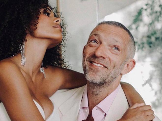 Супруга Венсана Касселя Тина Кунаки опубликовала в Сети личный свадебный фотоархив – ФОТО