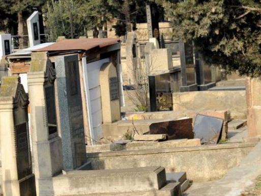 В Марнеули на кладбище избили муллу
