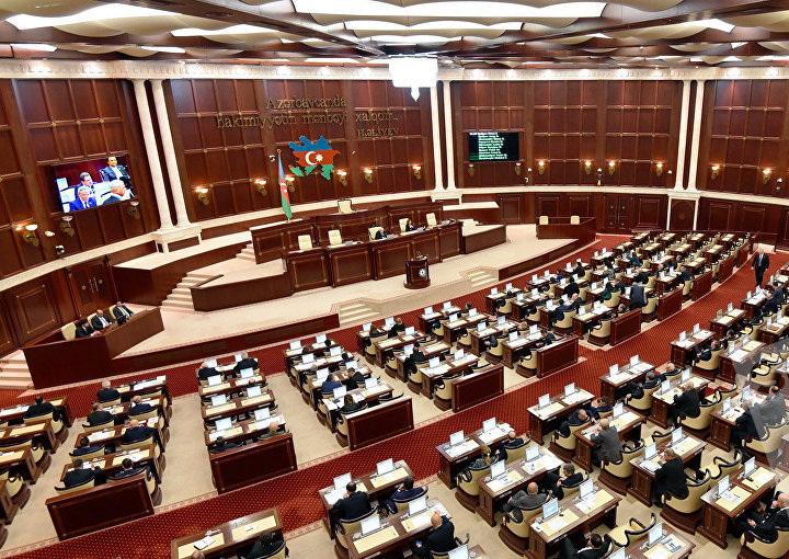 В Баку проходит пленарное заседание Милли Меджлиса