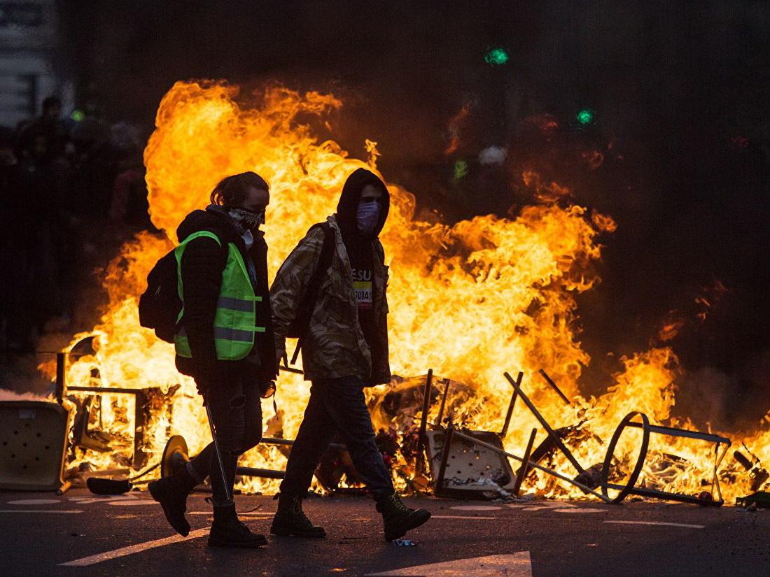 В Париже применили слезоточивый газ для разгона акции «желтых жилетов» - ОБНОВЛЕНО