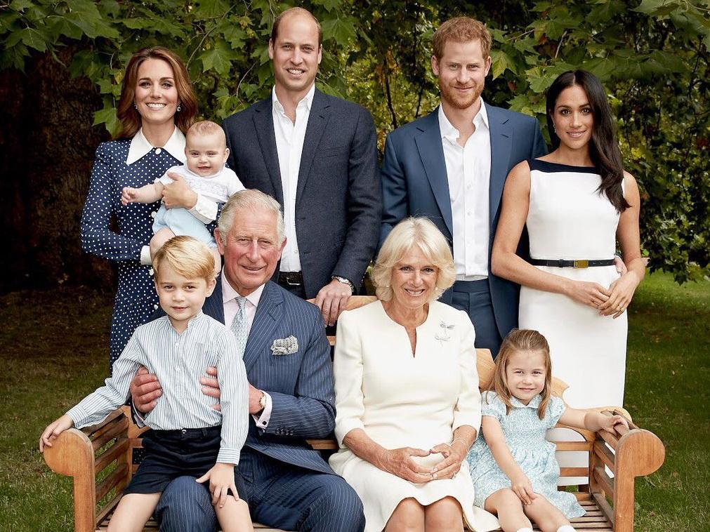 Королевские интриги: беременная Меган Маркл рассорила принца Гарри с отцом и братом – ФОТО