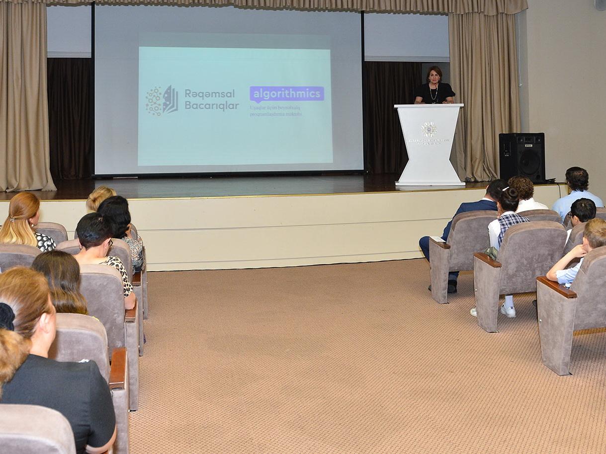 В Баку подведены итоги  пилотного проекта «Цифровые навыки» - ФОТО