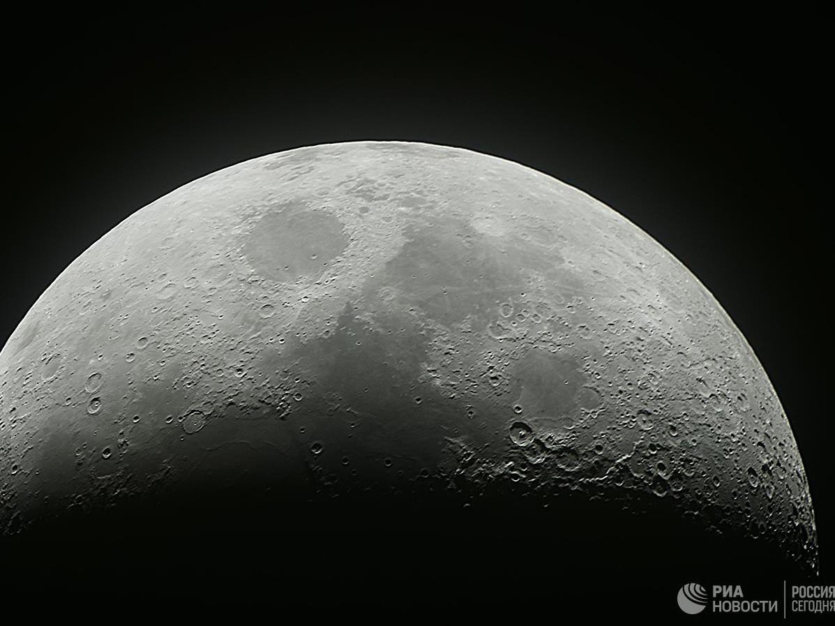 Китайский космический аппарат успешно сел на обратной стороне Луны
