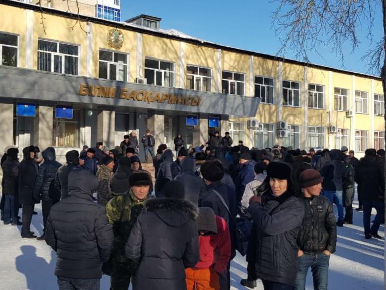 Против бесчинства армян прошел митинг в Караганде - ВИДЕО