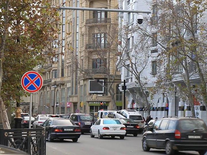 В Баку спецтехника за сутки оштрафовала за неправильную парковку более 3500 водителей – ФОТО