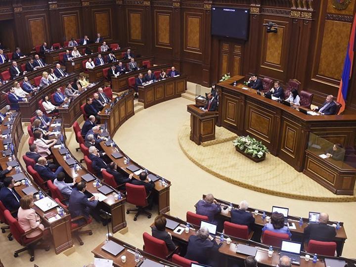В новом парламенте Армении начались споры вокруг кресла вице-спикера