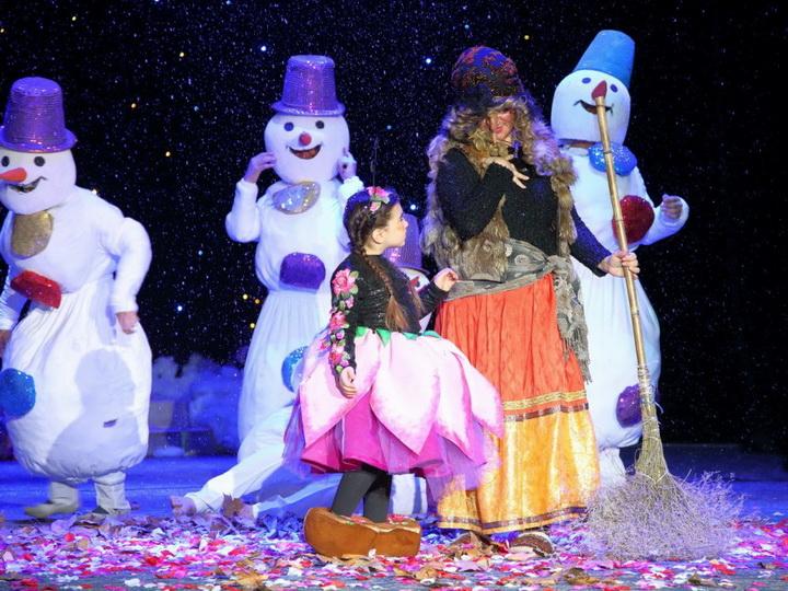Культурный центр СГБ впервые показал детский спектакль «Ненастоящий Дед Мороз для Тык-тык ханым» в Сумгайыте - ФОТО