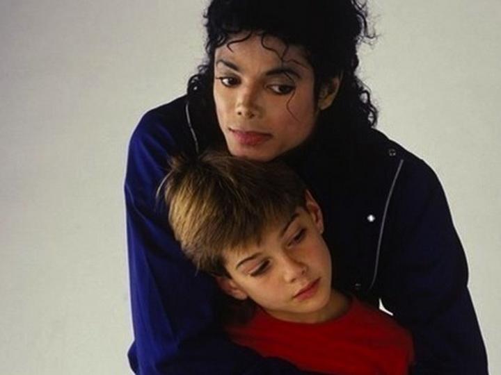 Майкла Джексона вновь обвинили в педофилии – ФОТО