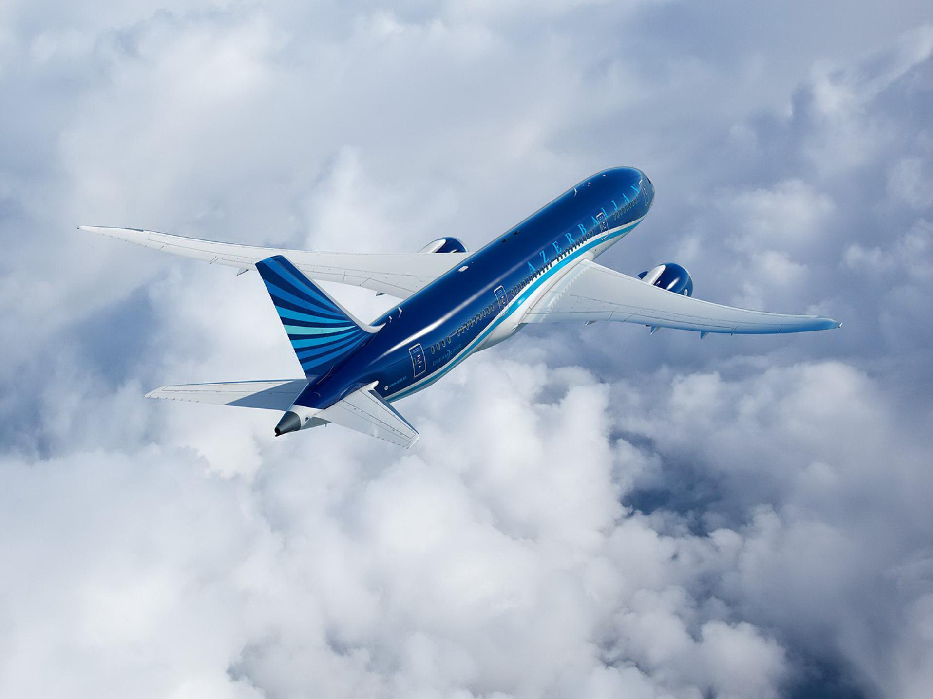 Полсотни пассажиров рейса Баку-Петербург не досчитались чемоданов