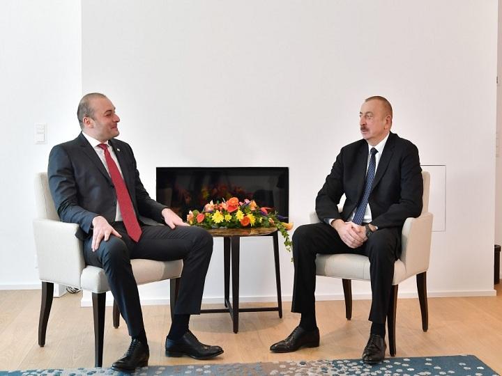 İlham Əliyev Gürcüstanın Baş naziri ilə görüşüb – FOTO – YENİLƏNİB
