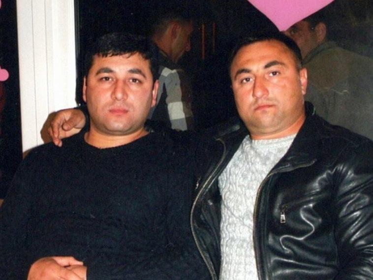 Двое азербайджанцев, рискуя жизнью, спасли семью из горящего авто в Украине - ФОТО - ВИДЕО
