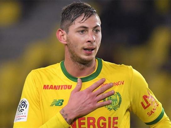 Самолет с футболистом пропал без вести. Он летел в расположение клуба, заплатившего за него 20 млн. евро