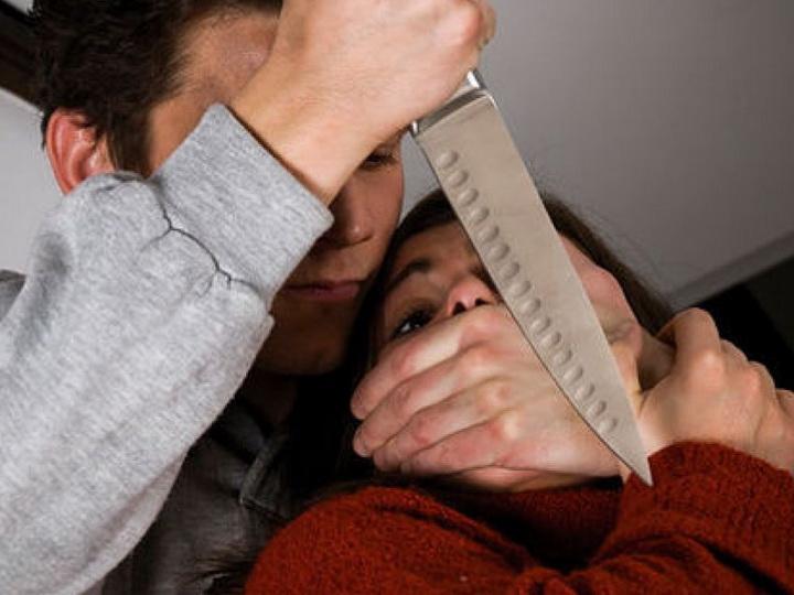 В Азербайджане мужчина пытался убить бывшую жену, узнав, что та вновь выходит замуж