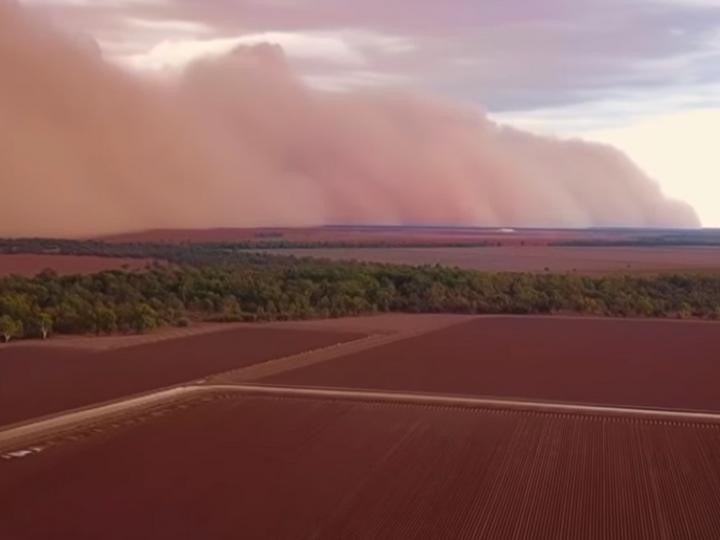 «Марсианская» песчаная буря на юге Австралии попала на видео